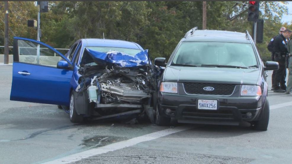 Woman dies after car crash in Northeast Fresno | KMPH
