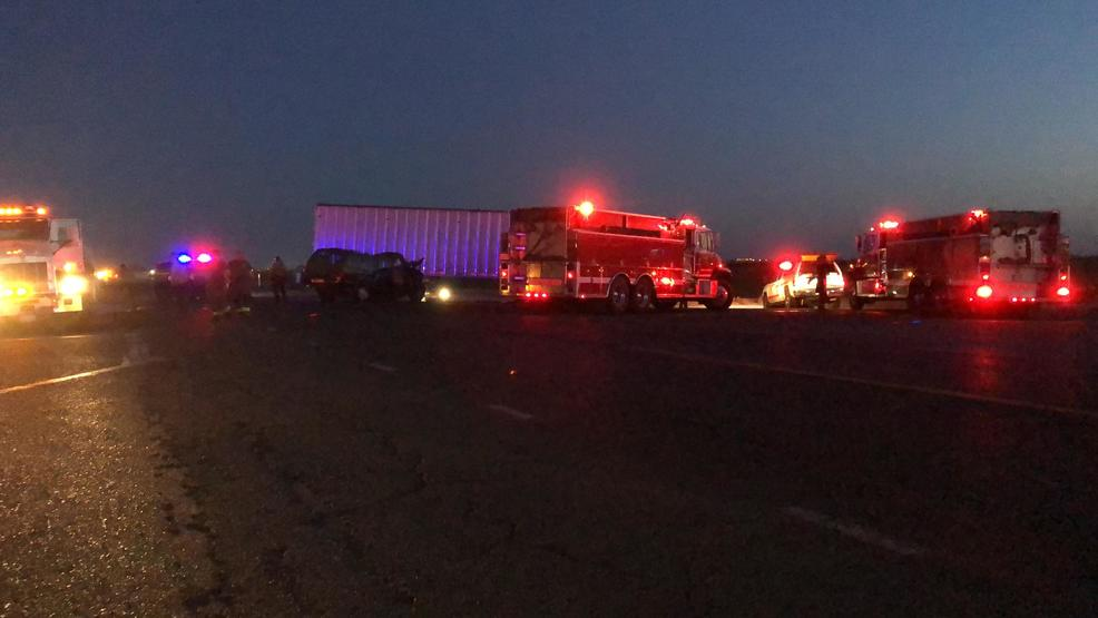 2 killed after SUV and big rig collide on Highway 43 in